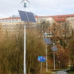 lampa hybrydowa panele fotowoltaiczne i siłownia wiatrowa VAWT