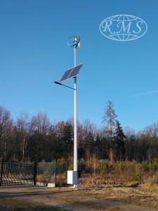 Lampa hybrydowa z siłownią wiatrową typu VAWT