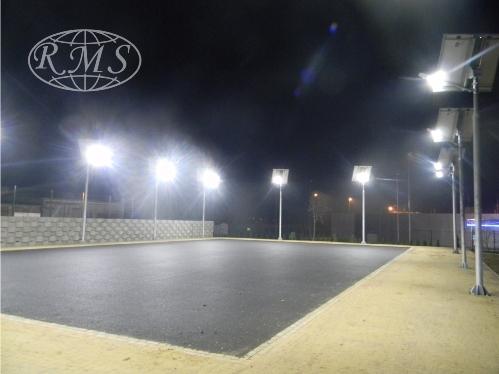 Solarne lampy led do oświetlenia obiektu sportowego