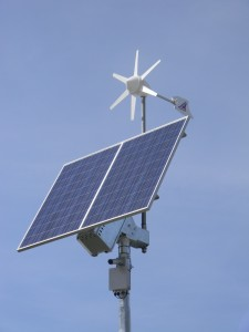 niezależny system zasilania kamer monitoringu i urządzeń komunikacyjnych